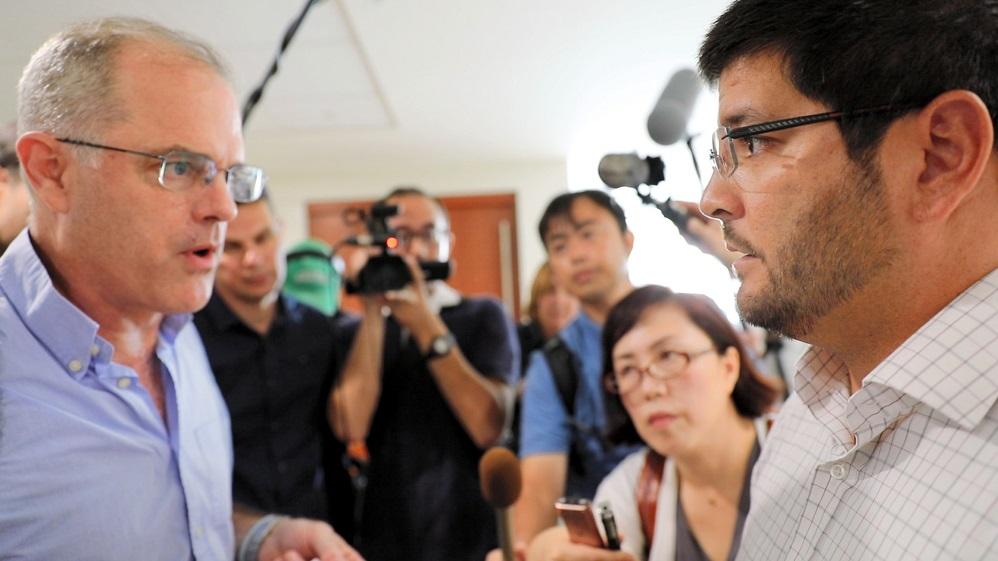 7つの報道機関、記者20人の多国籍チームによるアポなし取材の成否は